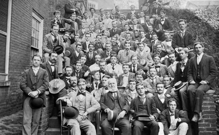 Students and faculty pose for a class shot