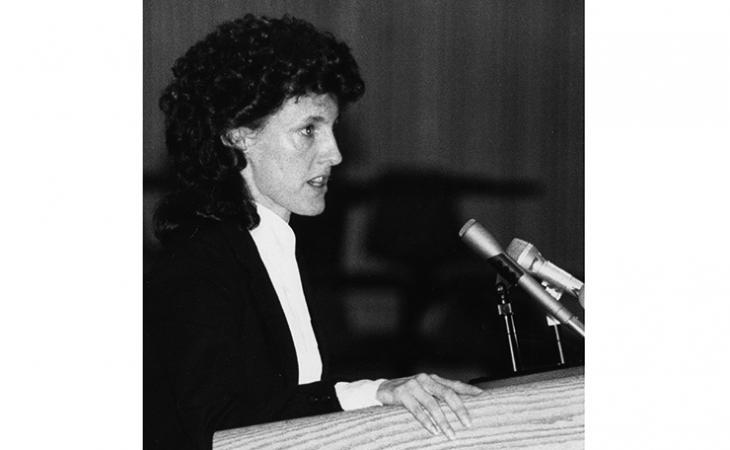 Ruth Buck '85 argues before the Moot Court in 1985.